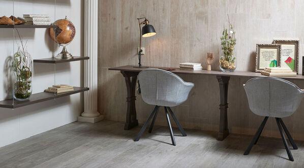 Die Fliesen der Serie Lenda sorgen mit verschiedenen Formaten und Dekoren für ein behagliches Ambiente. Im Bild: Lenda in der Farbe Gray und im Format 150x24,8 cm.