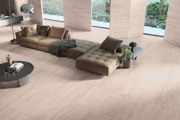 Keraben Luxury verleiht Ihren Räumen ein luxuriöses Ambiente im römischen Stil. Im Bild: Luxury Sand mit Soft Finish im Format 90x90 cm. Luxury Concept Sand im Format 45x90 cm.