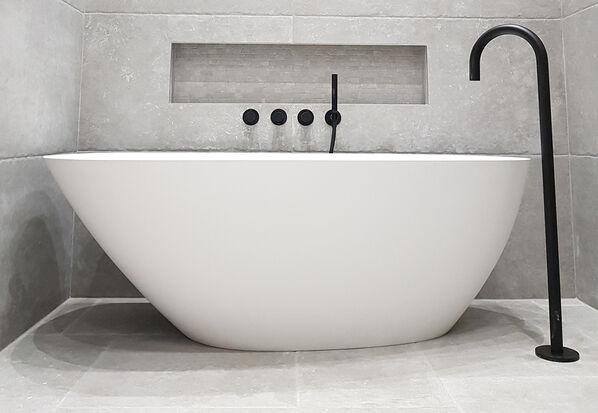 Emil Ceramica, Chateau. Blanc: Fast ganz weiß ist diese hellste Farbe der Serie. Gerade für das Badezimmer eine elegante, zeitlose Möglichkeit, moderne Konzepte zu realisieren.