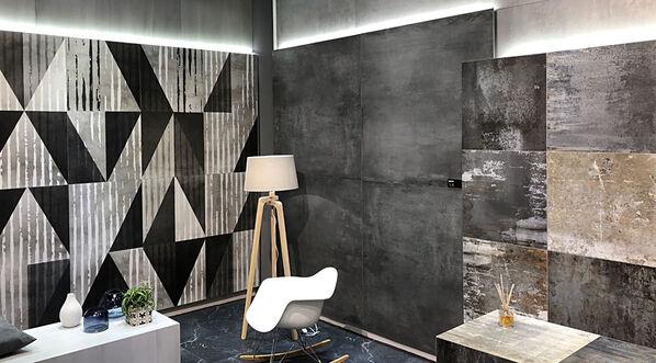 Die wahre Schönheit der Betonoptik kommt vor allem im XXL Format 120x120 cm und in der Farbe Coal zur Geltung!