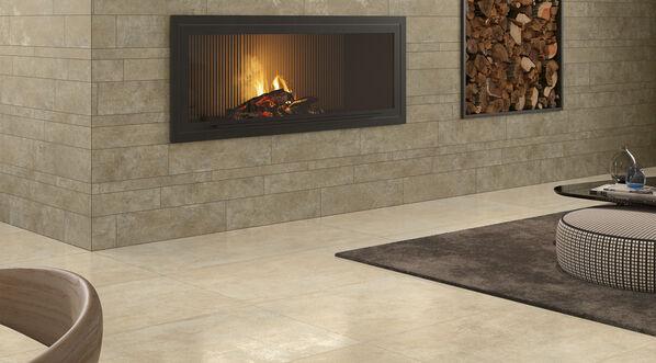 Naturnahe Steinoptik bringt Wärme und Behaglichkeit in Ihre Räume. Im Bild: Steuler Homebase in der Farbe Sand, 30x60 cm, 60x120 cm.
