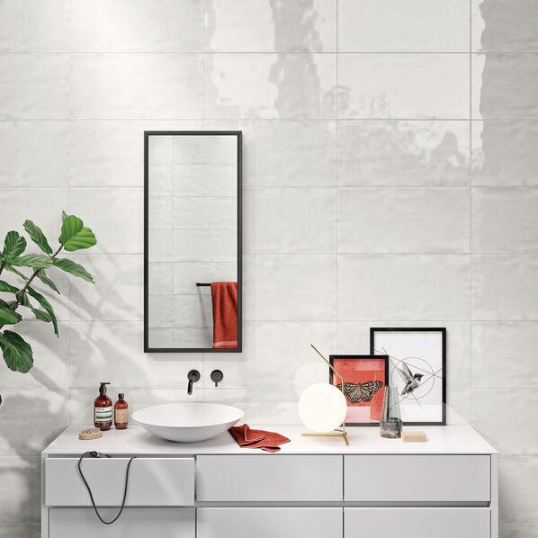 Die Wandfliesen Serie Liquid lässt sich mit vielen anderen Steuler Kollektionen kombinieren. Im Bild: Steuler Liquid in der Farbe Ice, 30x60 cm.