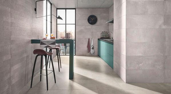 Love Tiles Core überzeugt auch in der Küche und im Essbereich. Im Bild: Love Tiles Core in der Farbe Grey.