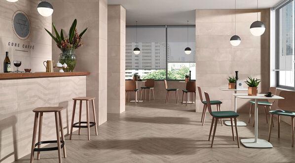 Love Tiles Core lässt sich in jeden Raum gut verlegen. Im Bild: Love Tiles Core in der Farbe Tortora und Dekorfliesen Trace.