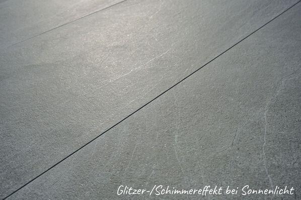 Steinoptik, die kaum von Naturstein zu unterscheiden ist: Aspen Outdoor Oxide, 60x120x2 cm.