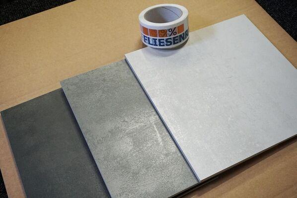 Das Musterpaket Ceramicvision Blade MPBlade1 beispielsweise beinhaltet drei Fliesen im Format 30x30 cm (zugeschnitten) in den Farben Coal, Sward & Pure.