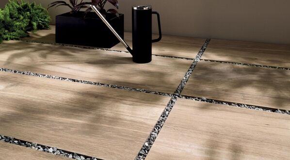 Erschaffen Sie einen stilvollen Outdoor-Bereich mit Silvis Outdoor in der Farbe Rovere, 40x120x2 cm.