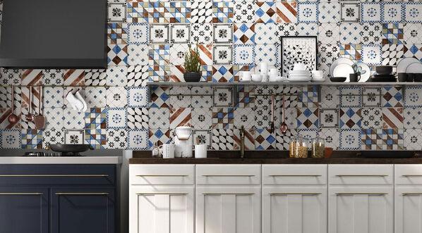 Der Küchenspiegel in einem neuen Glanz: Mit Del Conca Sorrentina Dekormix, 20x20 cm.