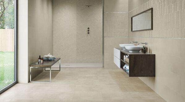 Ein warmes und ruhiges Badezimmer mit Boreal Beige 30x90 cm, Boreal Concept Beige 30x90 cm.