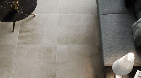 Natürlichkeit trifft auf Wildheit - mit Keraben Boreal in der Farbe Grey und im Format 75x75 cm.
