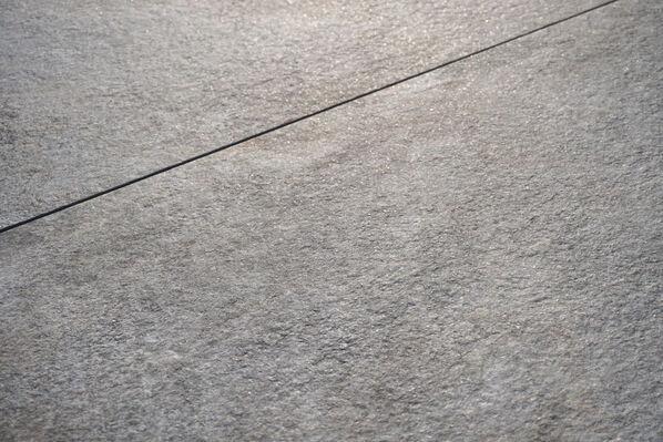 Del Conca Futura3 Terrassenplatten 60x90cm in 3 cm Stärke begeistern mit einem wunderschönen Schimmer bei direkter Sonneneinstrahlung.