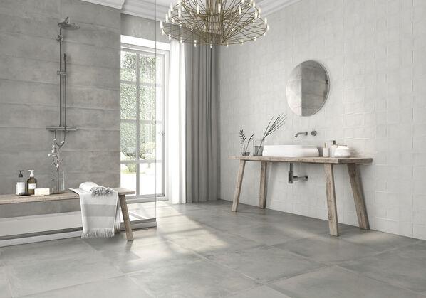 Ein Badezimmer in Grau: Keraben Remake kann minimalistisch-moderne Konzepte genauso gut wie aufregend-abwechslungsreiche mit Dekoren.