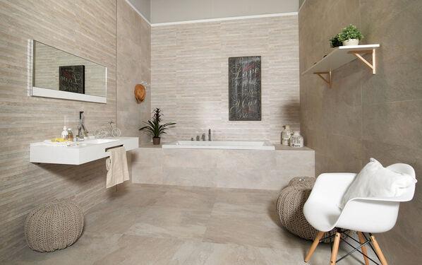 Keraben Nature in beige: Eine schlichte Möglichkeit, das Badezimmer zu gestalten.