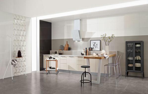 Eine stilvolle Küche mit Fliesen von Love Tiles Acqua in Beige, Schwarz und Weiß.