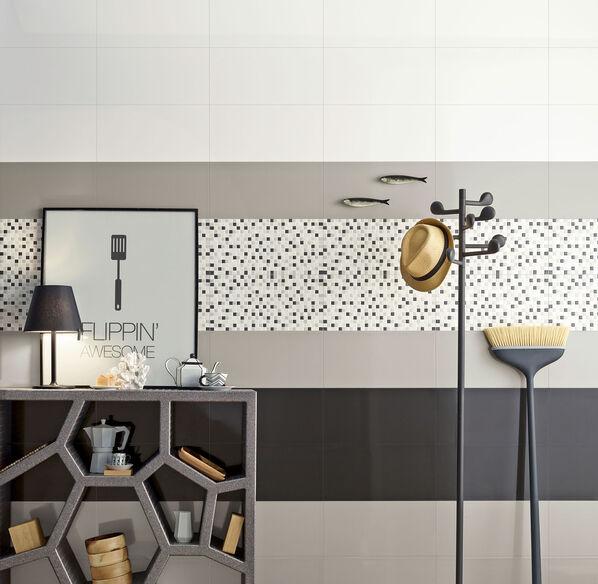 Eine Bordüre aus Mosaiken und schmalen, farbigen Fliesen: Das kann Love Tiles Acqua besonders gut!