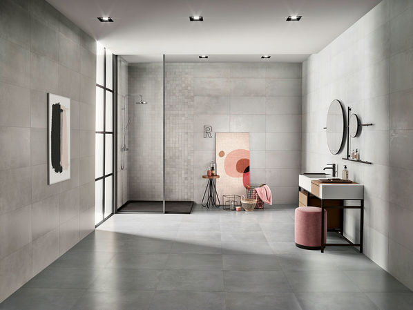 Ein Badezimmer mit einer bodengleichen Dusche: Die Serie Love Tiles Metallic Steel.