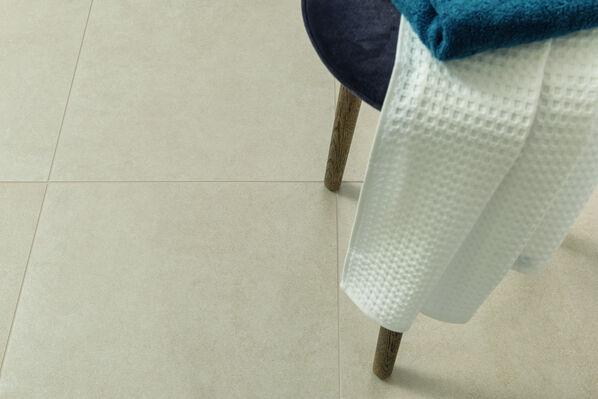In der Farbe Beige wirken die Fliesen-Oberflächen elegant und authentisch natürlich.