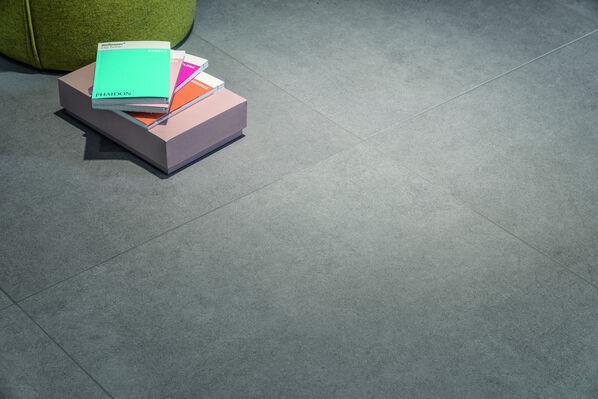 Villeroy & Boch Back Home: Wird der Boden in einer dunklen Farbe verlegt, sollten die meisten Wände hell gehalten werden.