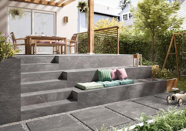 Ein Außenbereich mit Fliesen My Earth Outdoor von Villeroy & Boch in der Farbe Grau multicolor.