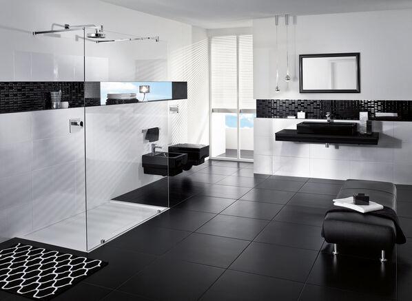 Elegant: Der Boden in Schwarz, die Wände in Weiß mit BiancoNero von Villeroy & Boch.