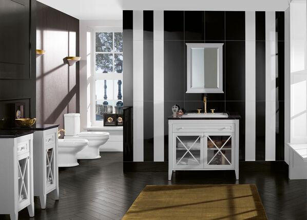 Ein Wohnbereich mit vertikal verlegten Fliesen der Serie BiancoNero von Villeroy & Boch.