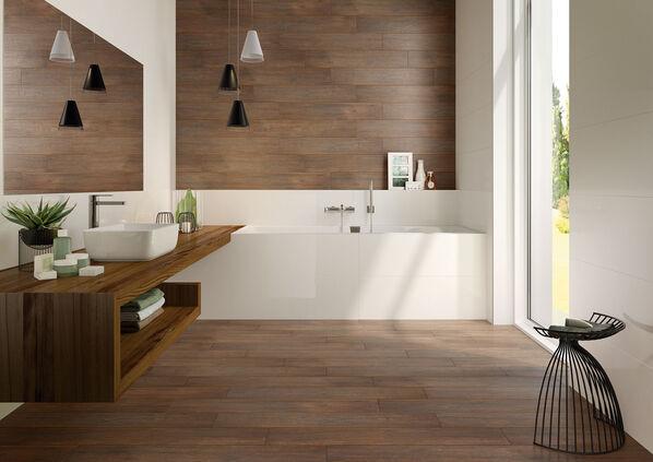 Ein Badezimmer mit Fliesen der Serie Villeroy & Boch Boisee in der Farbe Naturbeige.