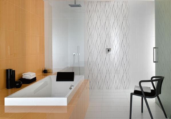 Orange und Weiß mit Dekoren im Wellenmuster: Play It von Villeroy & Boch im Badezimmer.