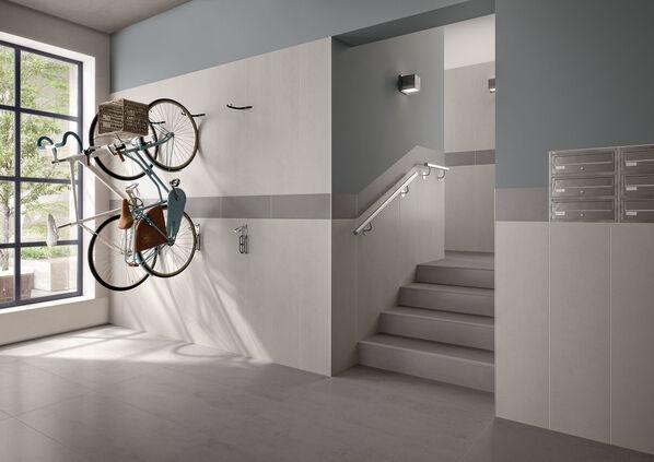 Die Diele eines Hauses mit Bodenfliesen von Villeroy & Boch Pure Line.