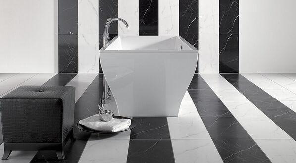 Villeroy & Boch New Tradition Fliesen in Marmoroptik und der Farbe Bianco und Nero.