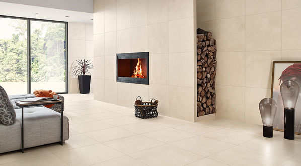 Hell und strahlend: Die Fliesen Edge in der Farbe Snow wirken freundlich und hell. Kombiniert mit schwarzen Akzenten lässt sich ein wohnliches Ambiente im Industrie-Stil entwickeln.