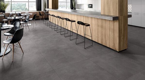 In Kombination mit hellem Holz und hellen Wänden wirkt der moderne Farbton Carbon besonders gut. Ausdrucksstark wirken Böden und Wände in der Farbe Carbon.