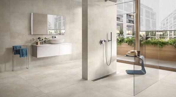 Ein Badezimmer mit den Fliesen Villeroy & Boch Spotlight Optima White.