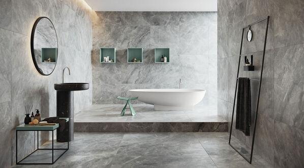 Agrob Buchtal Toblin Fliesen auf dem Boden und der Wand in einem modernen Bad.