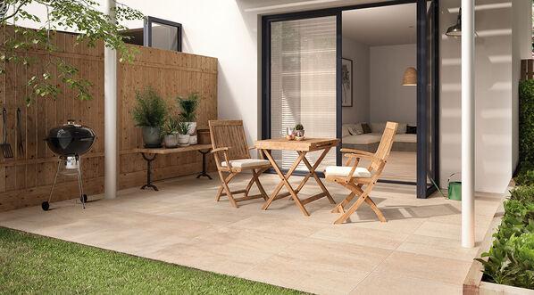 Villeroy & Boch Cadiz Terrassenplatten in Steinoptik in der Farbe Sand.