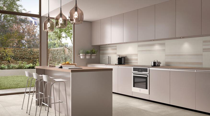 Die Denim Excellence Serie besticht mit Dekorfliesen in Form von Stäbchenmosaik und einem Streifendesign.