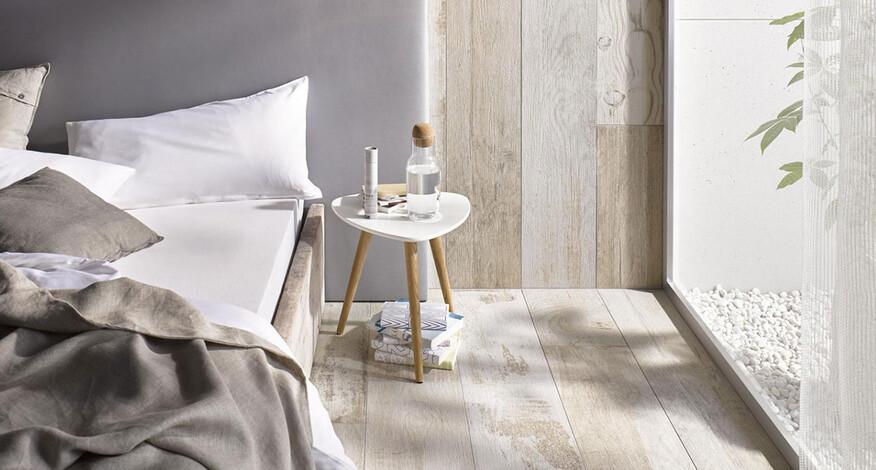 Steuler Patchwood Detail lichtdurchflutetes Schlafzimmer
