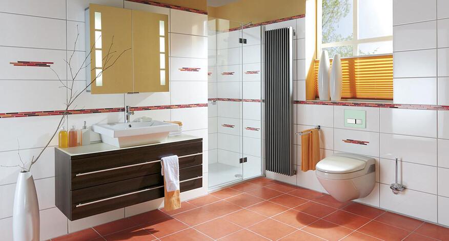 Steuler Fliesen Pure White Spiegel orange Farbe im Bad