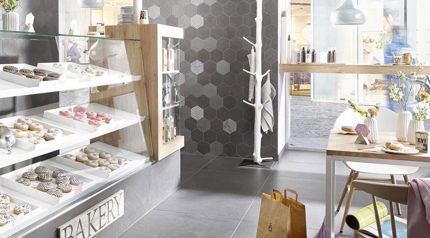 Bodenfliesen der Serie Slate von Steuler Fliesen in einer Bäckerei