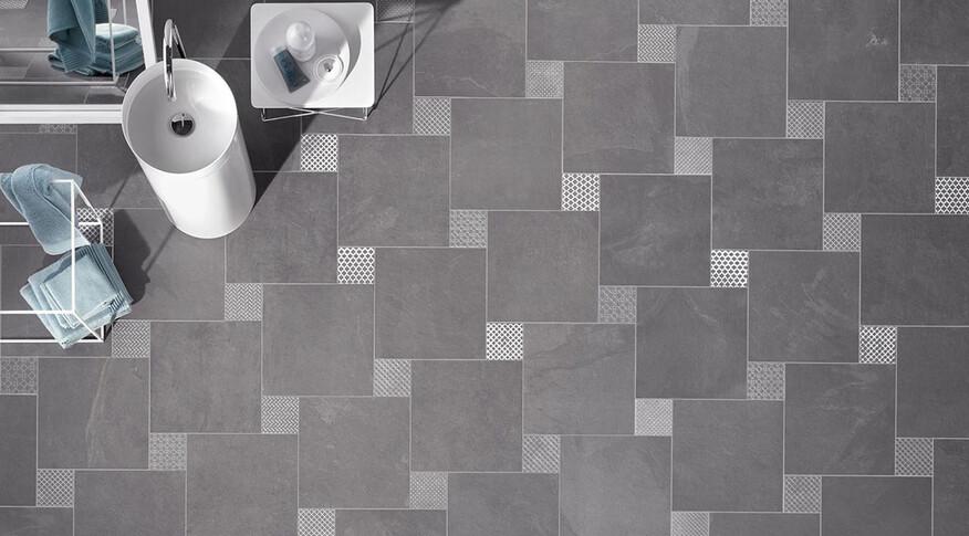 Bodenfliesen im Detail in Kombination mit Dekoren