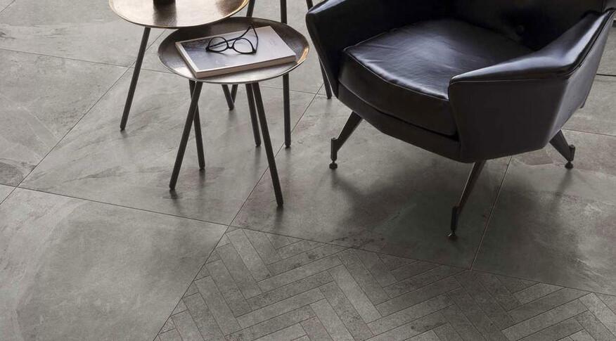 Die Vielfalt von Steinoptik Fliesen ermöglicht unterschiedliche Charakteristiken für Ihre Räume. Im Bild:Marazzi MyStone Ardesia im Format60x60 cm und der Farbe Cenere.