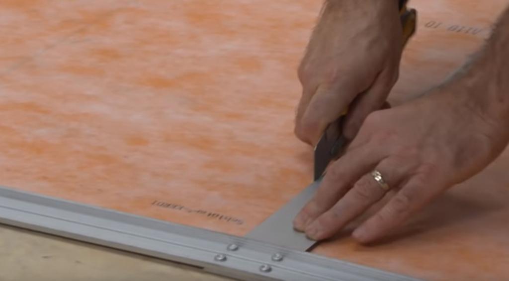 Schlüter KERDIE-BOARD-N - im fünften Schritt schneidest Du dir das passende Format aus dem Trägervlies heraus.